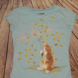 Adorable kitten w/ raining emoji's t-shirt